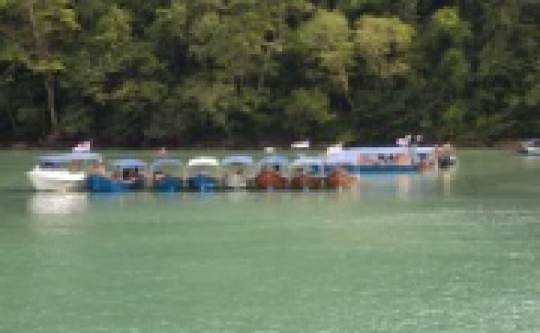 Traversée du lac Temenggor en bateau