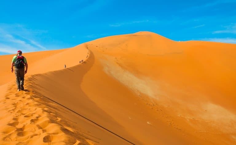 Spectaculaires dunes rougeoyantes de Sossusvlei (240km)