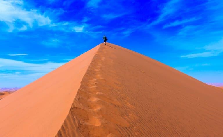 Spectaculaires dunes rougeoyantes de Sossusvlei (150 km)