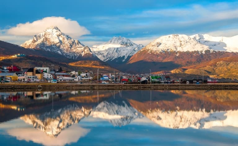 Matinée libre découverte à Ushuaïa, envol vers Buenos Aires