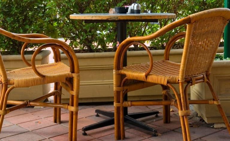 A la terrasse des cafés