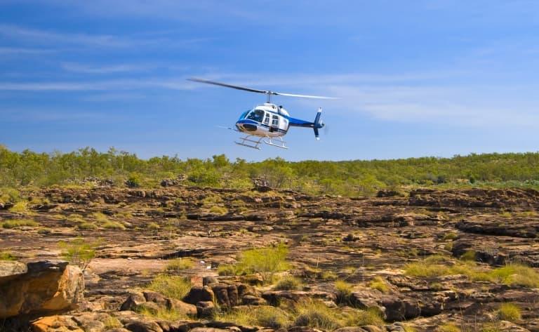 Coucher de soleil sur Uluru, en hélicoptère.