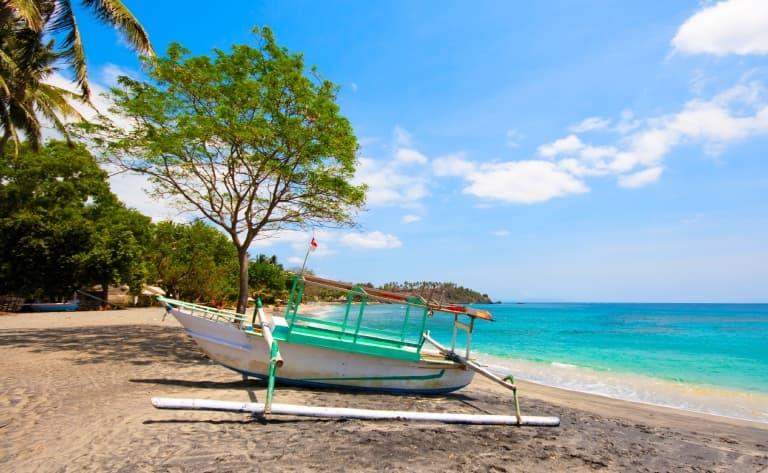 Bateau traditionnel pour visiter 3 petits îlots paradisiaques et détente