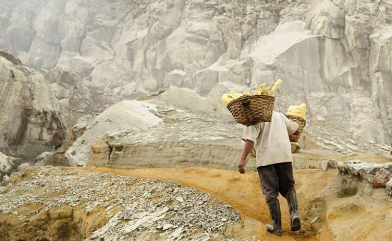 Les porteurs de soufre du Volcan Kawah Ijen