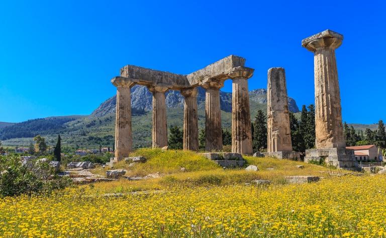 Corinthe antique et traversée du canal